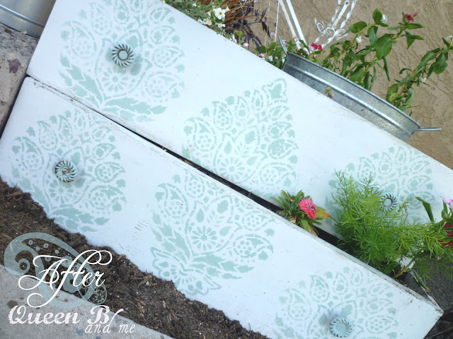 Stenciled_Planter_Boxes