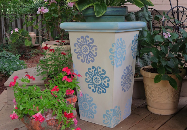 Easy Chalk Paint 174 And Stencil Idea For Your Garden Pots