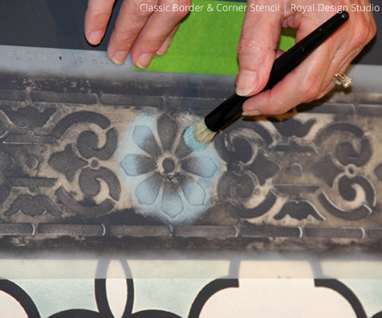 Stencil-floorcloth-pretty-border