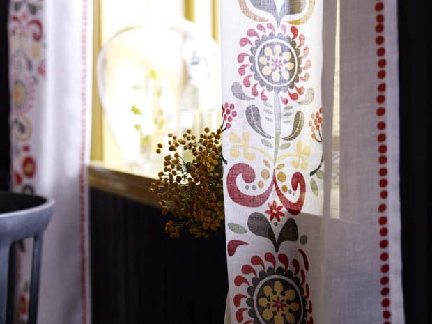Scandinavian Folk Art via Eva Lundgreen Akerkulla Design | Paint + Pattern