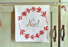 Stencil DIY: 4 Ways to Turn Plain Towels into Christmas Cloth Napkins