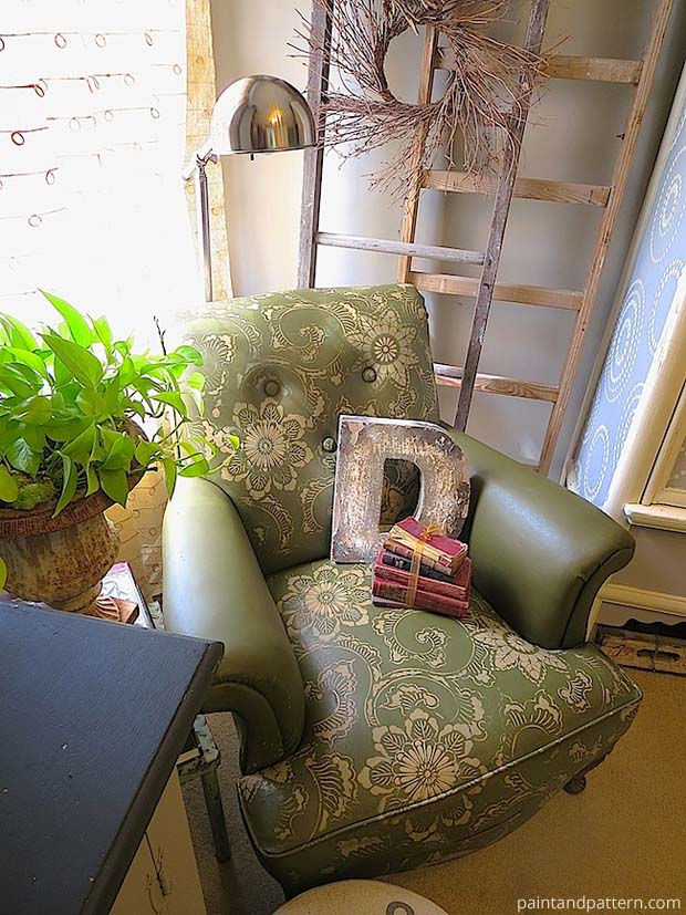 Stencil upholstery and give your furniture a makeover with stencils and Chalk Paint - Royal Design Studio's best DIY tutorials