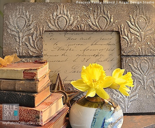 Stone Effect with Wood Icing via Debbie Hayes | Peacock Fancy Stencil by Royal Design Studio